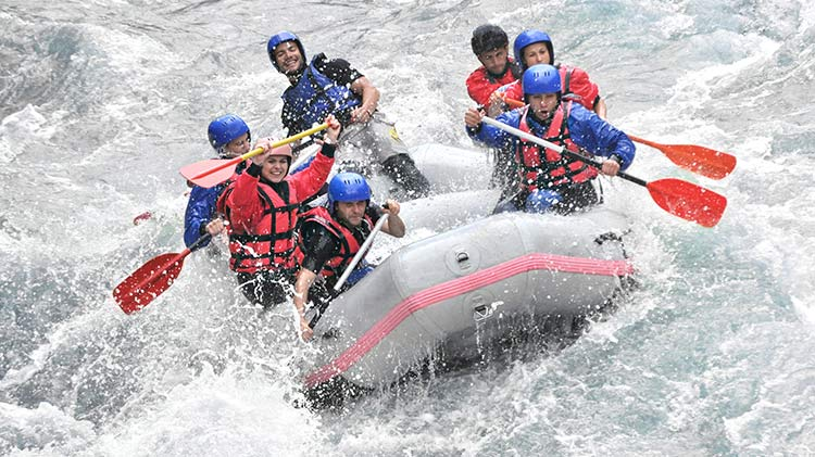 Whitewater raft the Wenatchee River