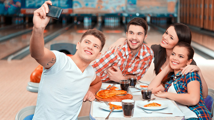 Wednesday Pizza & Bowling Special